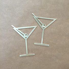 Een uit messing gefreesd cocktailglas.